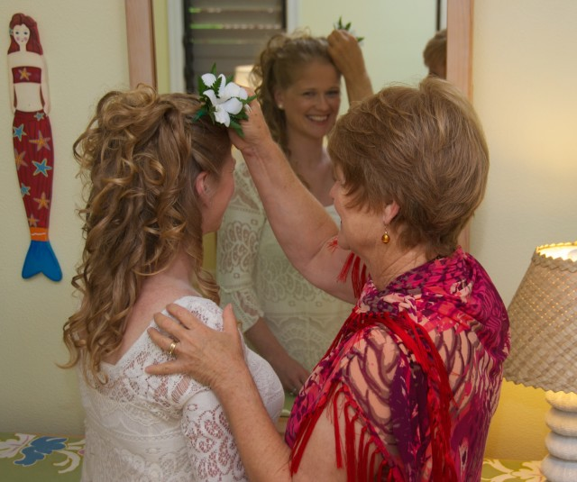 kauai-wedding-photography-getting-ready-13