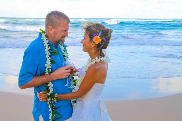 kauai-wedding-photography-trash-the-dress-candids-11